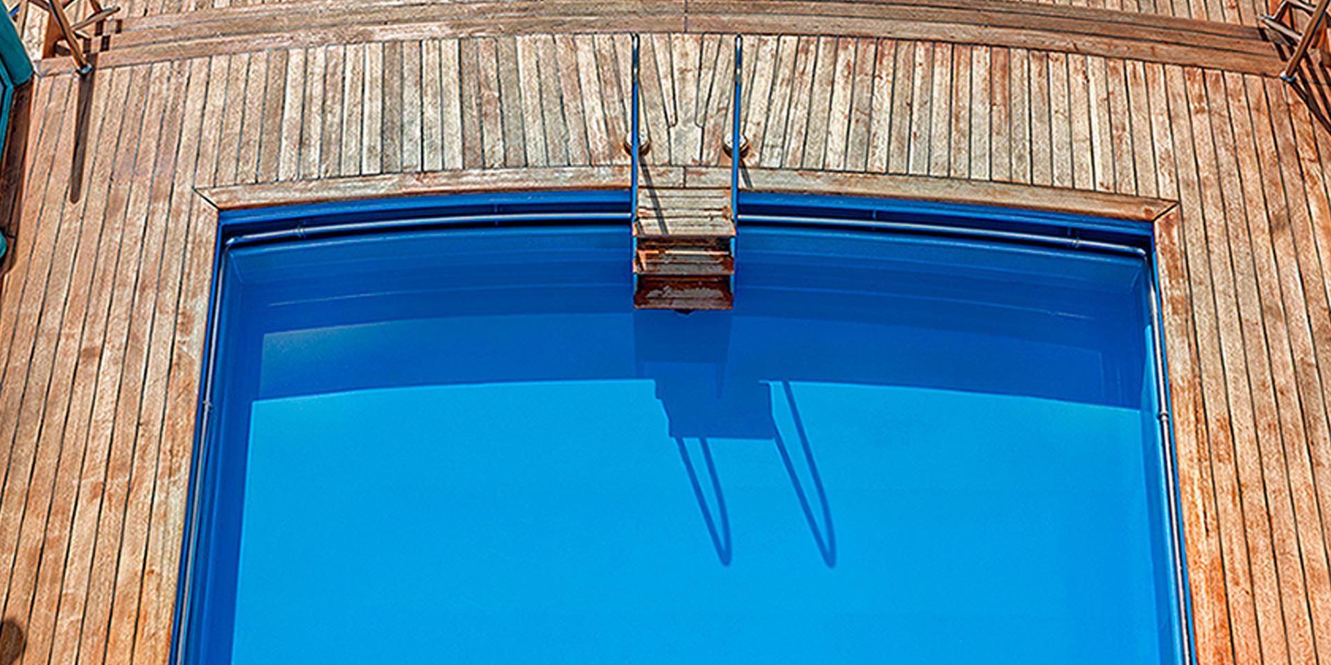F/B Superfast XI Swimming pool