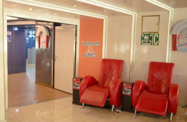 H/S/F Knossos Palace Internet - Games  Room