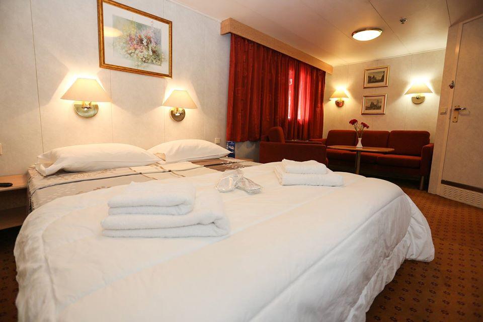F/B Rigel III Lux cabin double bed